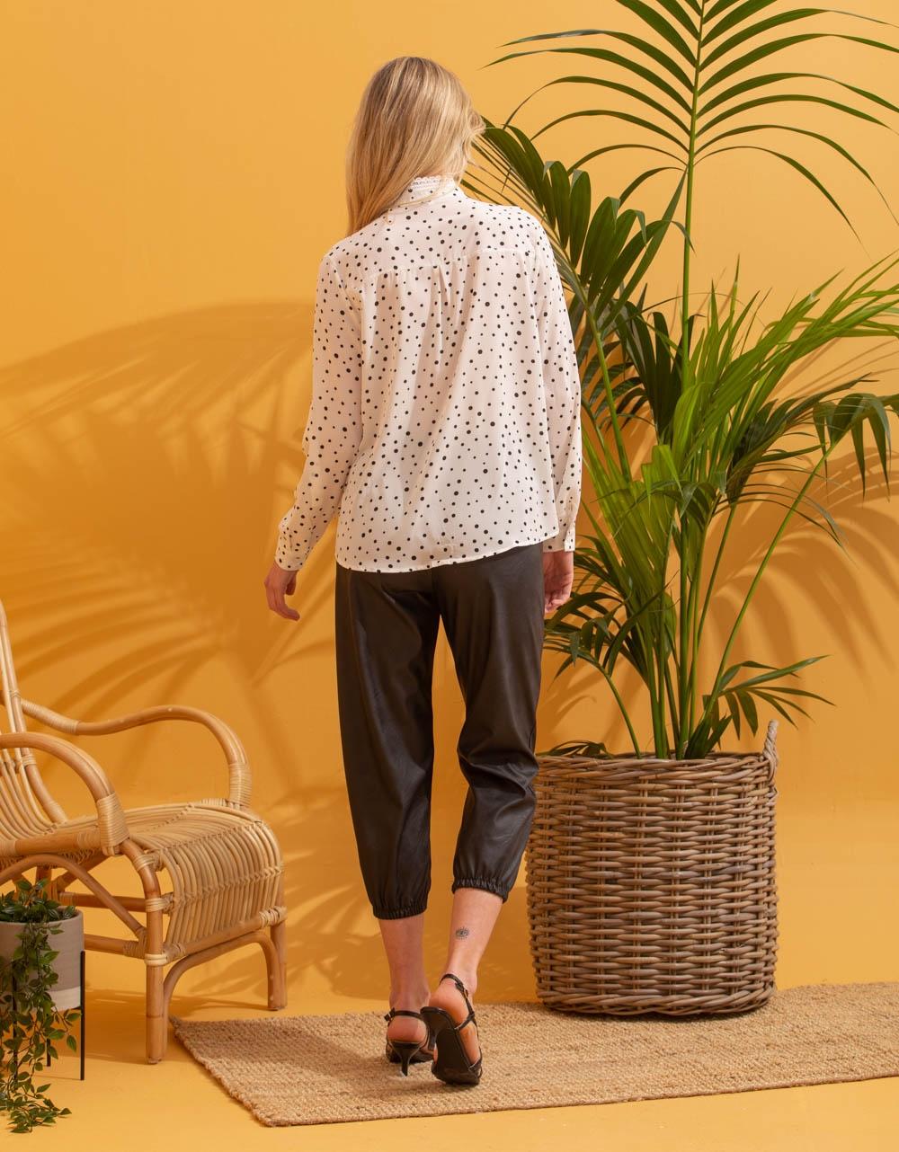 Εικόνα από Γυναικείο πουκάμισο με πουά σχέδιο Λευκό