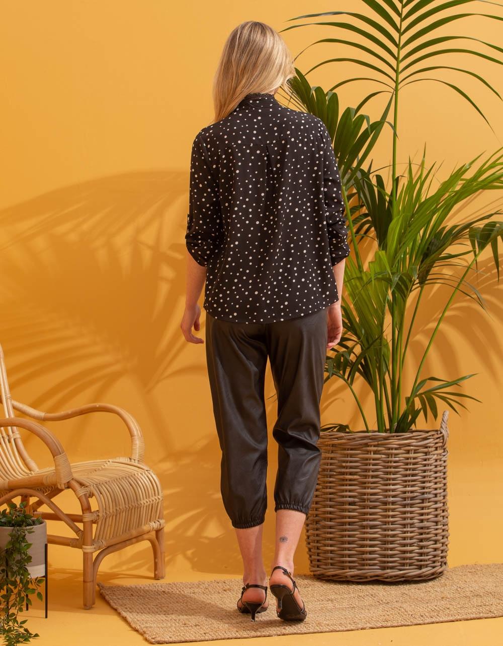 Εικόνα από Γυναικείο πουκάμισο με πουά σχέδιο Μαύρο