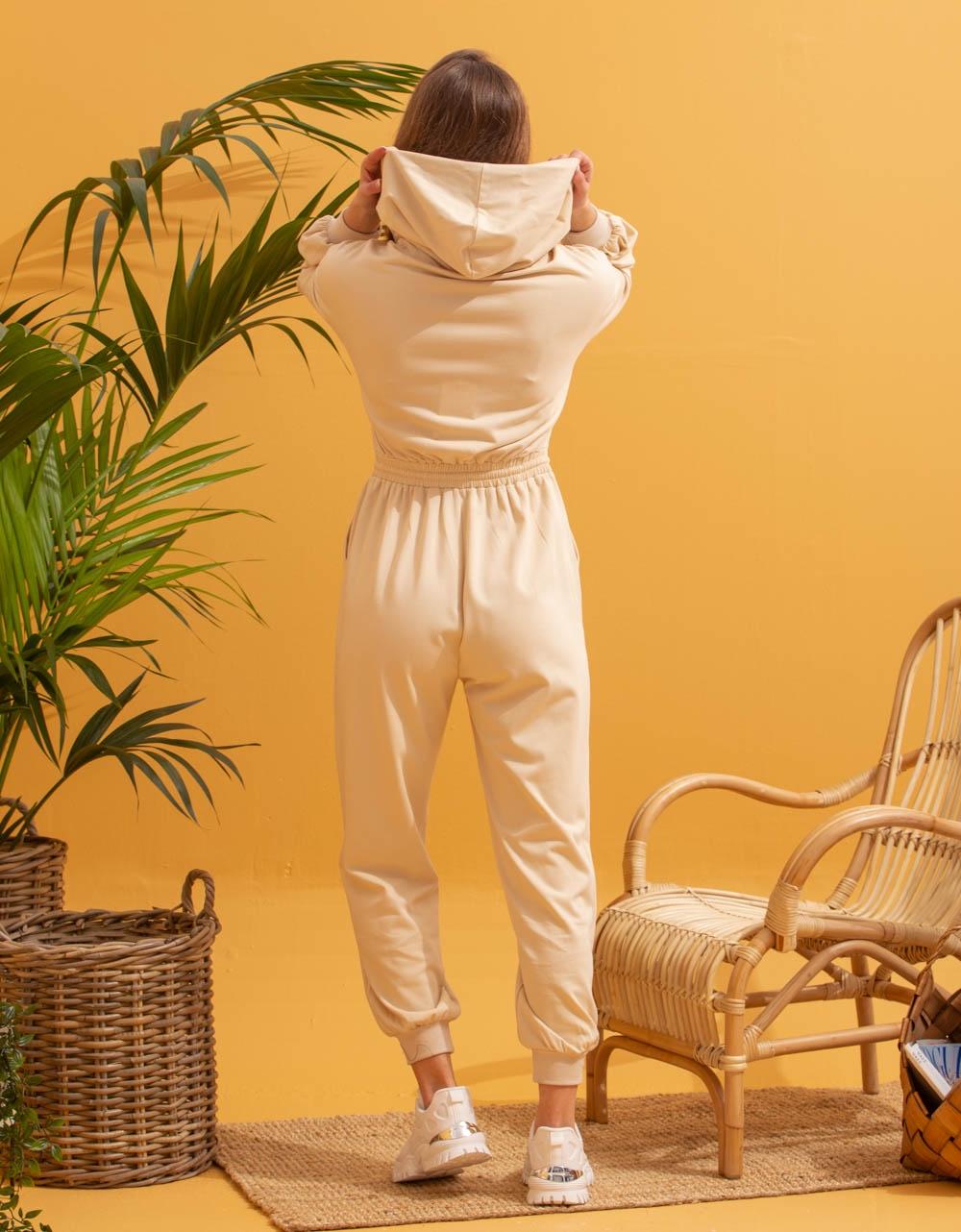 Εικόνα από Γυναικεία ολόσωμη φόρμα με φερμουάρ Μπεζ