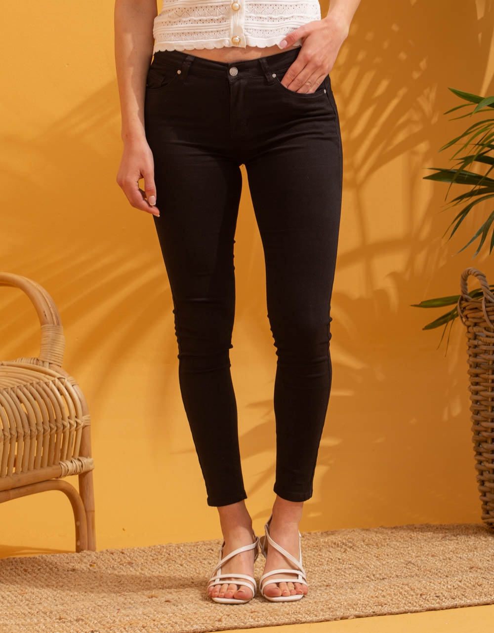 Εικόνα από Γυναικείo παντελόνι σε ίσια γραμμή basic Μαύρο