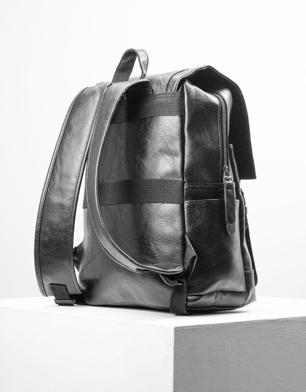 Εικόνα από Ανδρικά σακίδια πλάτης με κάθετα λουριά Μαύρο