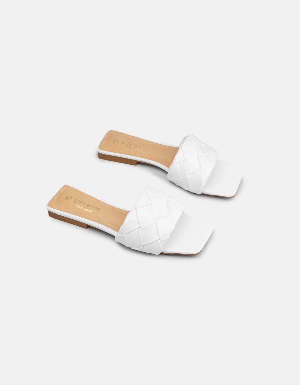 Εικόνα από Γυναικεία σανδάλια flat με πλεκτό σχέδιο στη φάσα Λευκό
