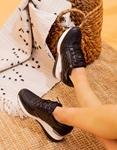 Εικόνα από Γυναικεία sneakers με καπιτονέ σχέδιο Μαύρο