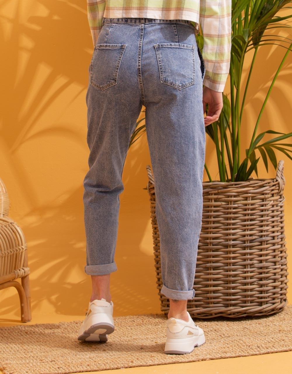 Εικόνα από Γυναικείο παντελόνι ψηλόμεσο Τζιν
