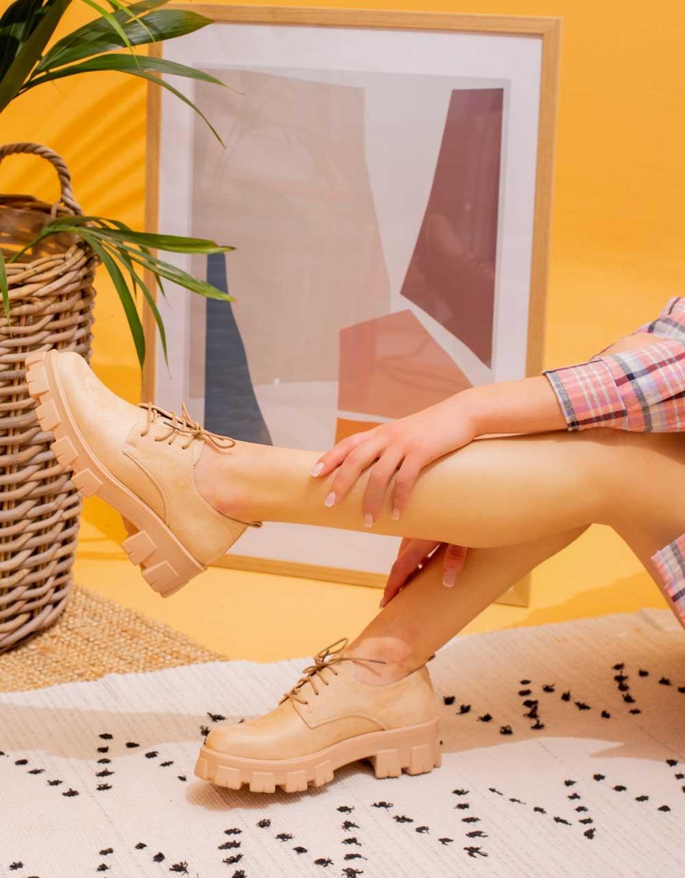 Εικόνα από Γυναικεία loafers με τρακτερωτή σόλα suede Μπεζ