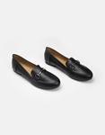 Εικόνα από Γυναικεία loafers σε απλή γραμμή Μαύρο