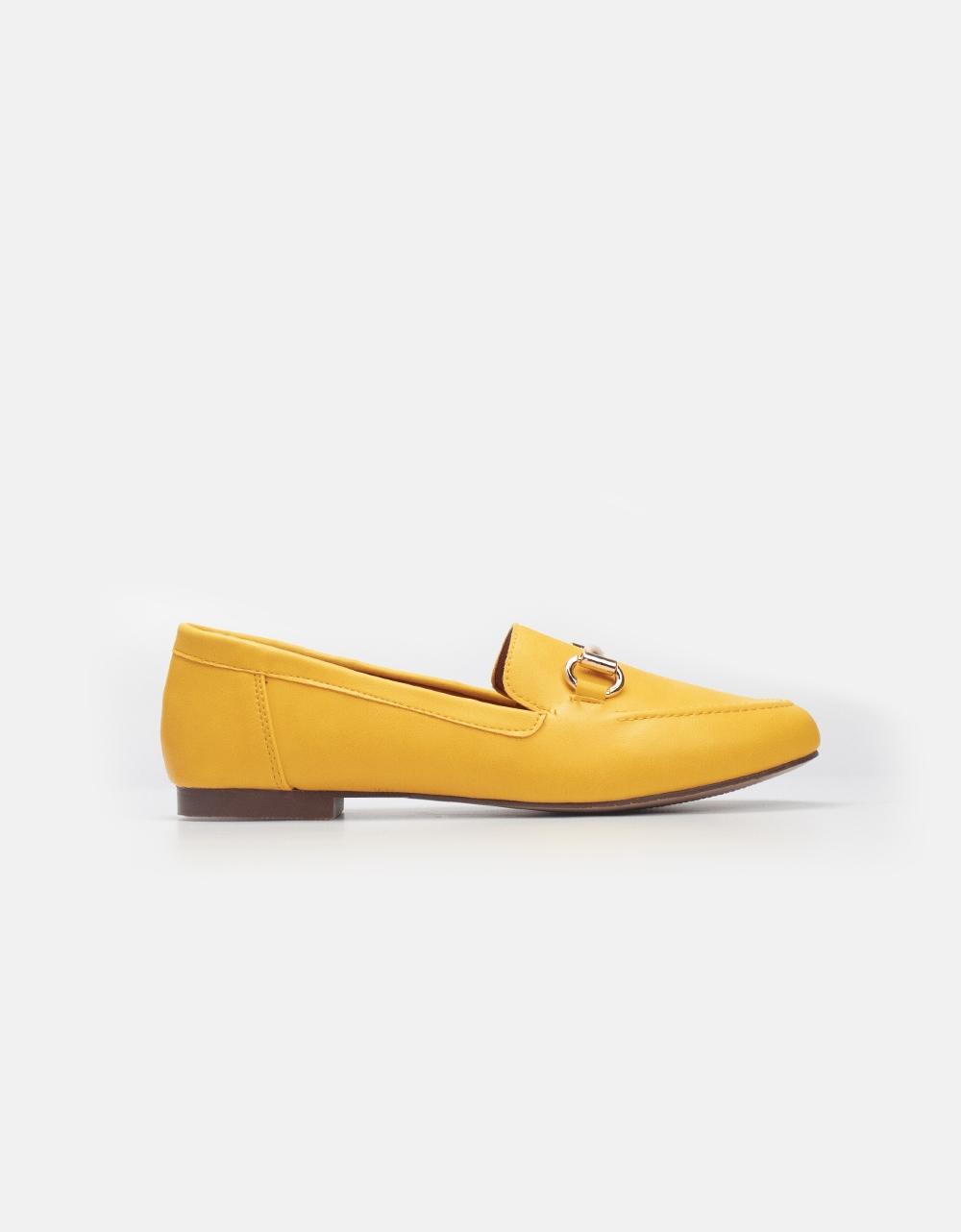 Εικόνα από Γυναικεία loafers σε απλή γραμμή Κίτρινο