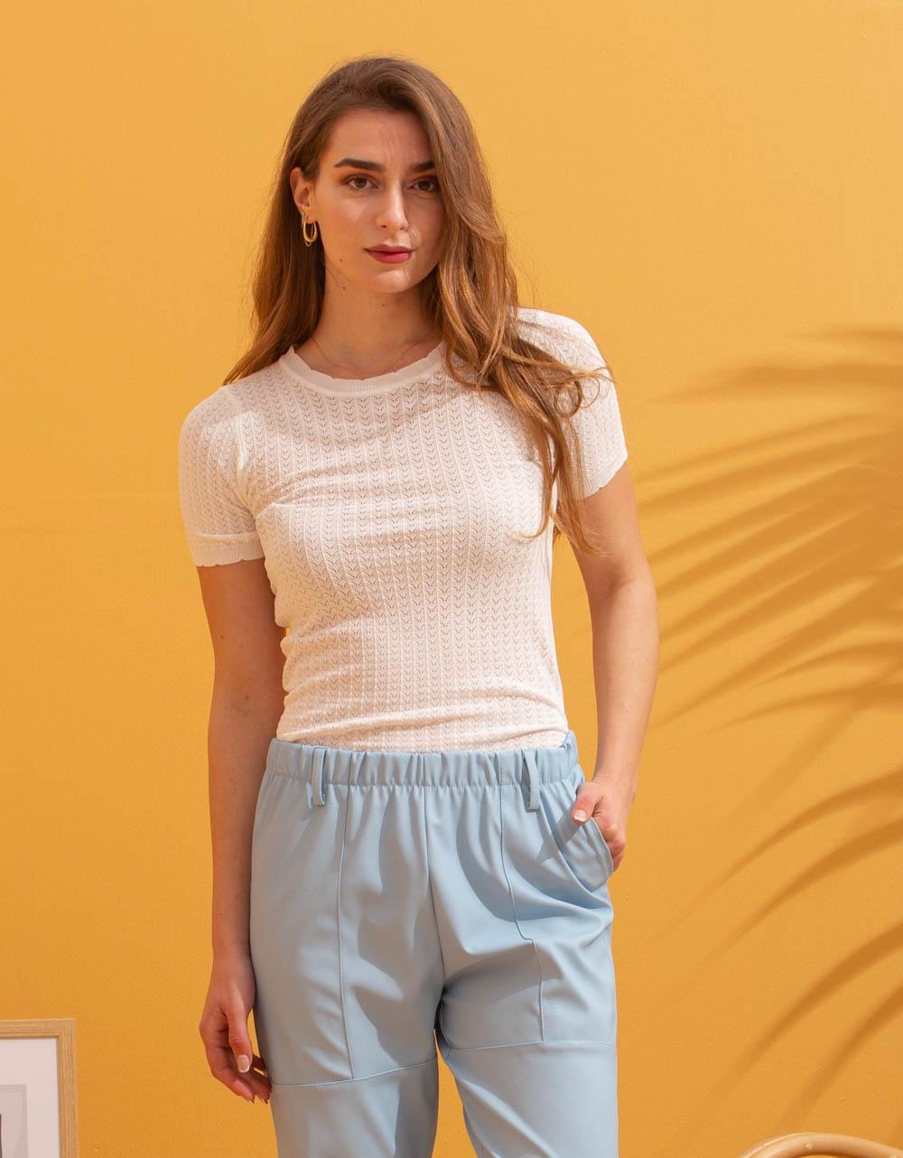 Εικόνα από Γυναικείο ριπ μπλουζάκι κοντομάνικο Λευκό