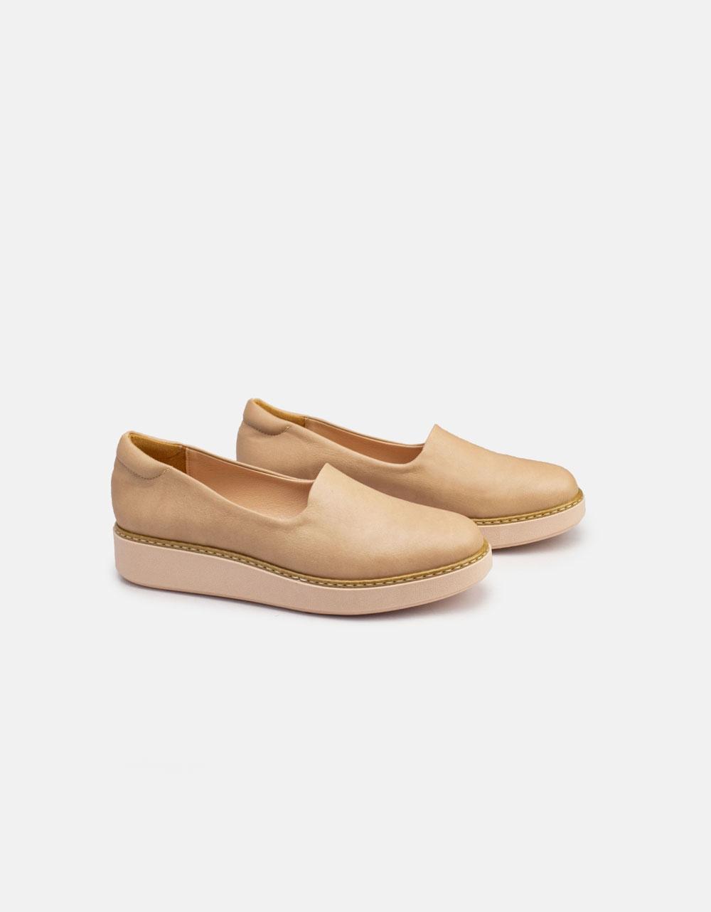 Εικόνα από Γυναικεία loafers σε απλή γραμμή Nude