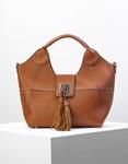 Εικόνα από Γυναικεία τσάντα χειρός με εσωτερικό τσαντάκι και διακοσμητικά φουντάκια Ταμπά