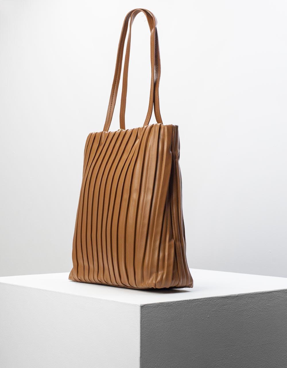 Εικόνα από Γυναικεία τσάντα ώμου πλισέ με εξωτερικό πορτοφόλι Καφέ