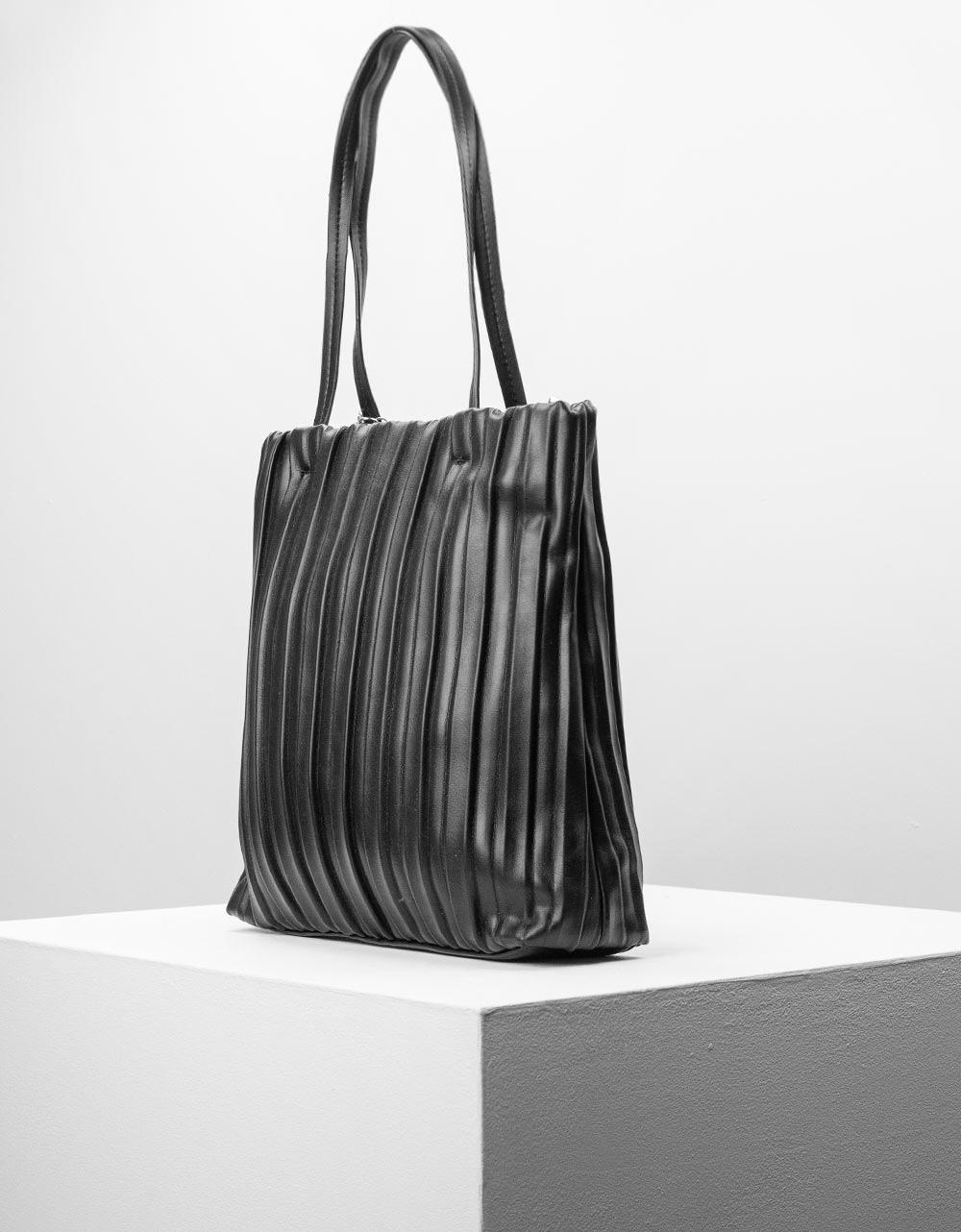 Εικόνα από Γυναικεία τσάντα ώμου πλισέ με εξωτερικό πορτοφόλι Μαύρο