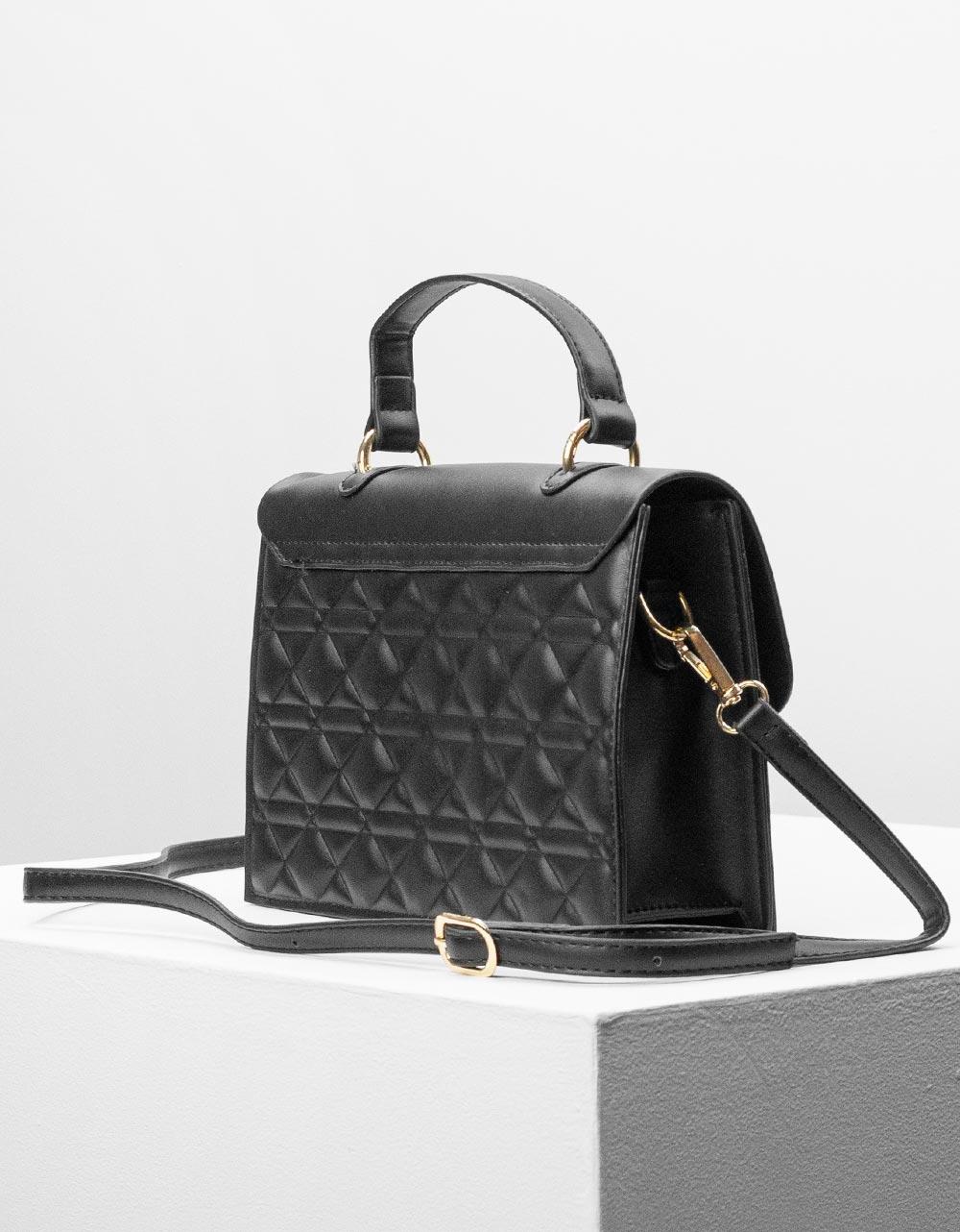 Εικόνα από Γυναικεία τσάντα ώμου & χιαστί σε καπιτονέ σχέδιο Μαύρο