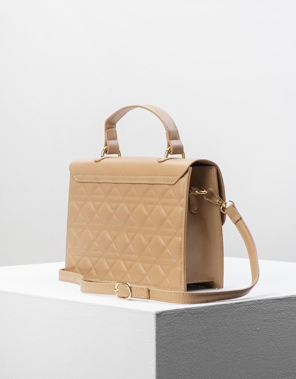 Εικόνα από Γυναικεία τσάντα ώμου & χιαστί σε καπιτονέ σχέδιο Μπεζ