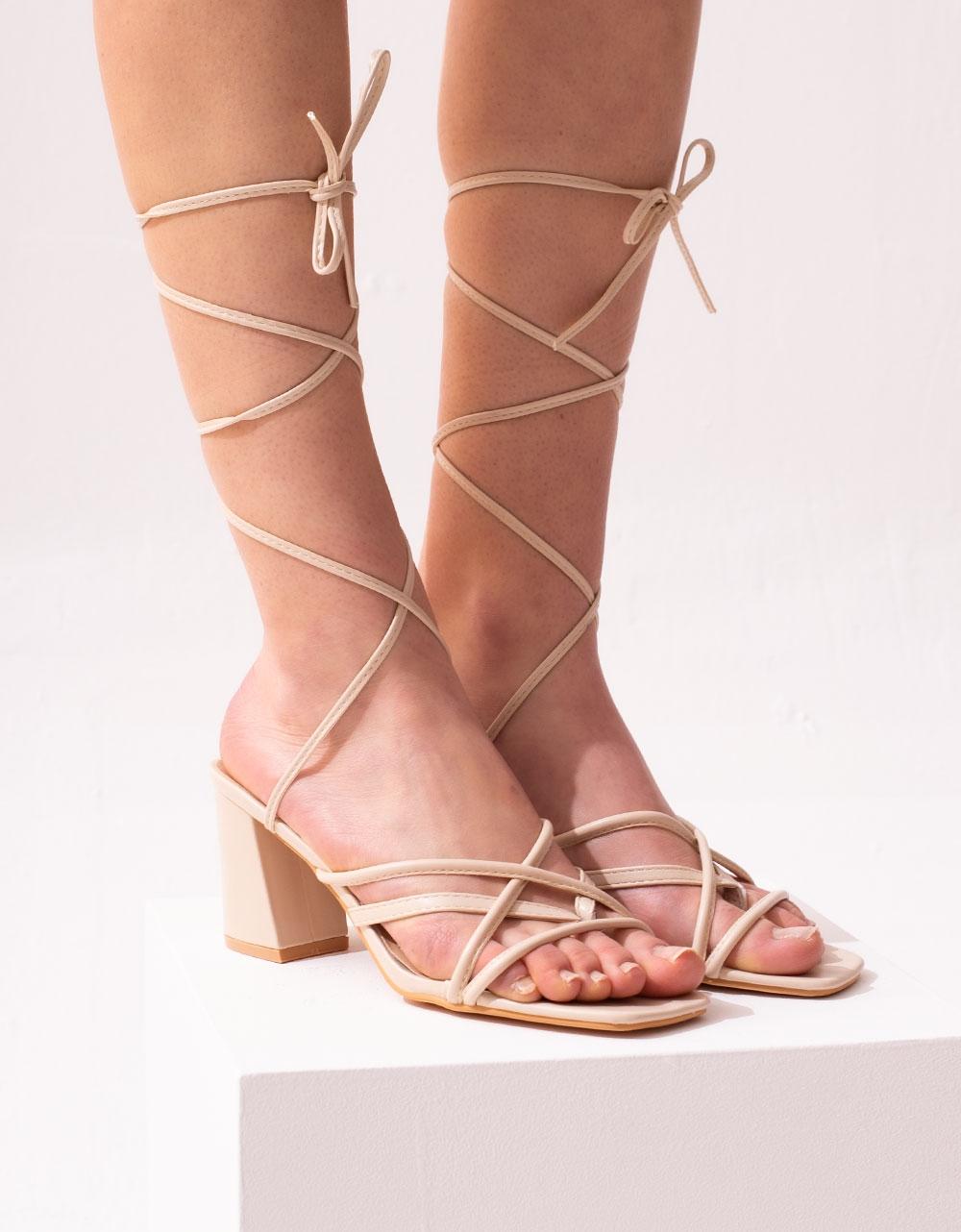 Εικόνα από Γυναικεία πέδιλα lace up με χιαστί λουράκια Μπεζ