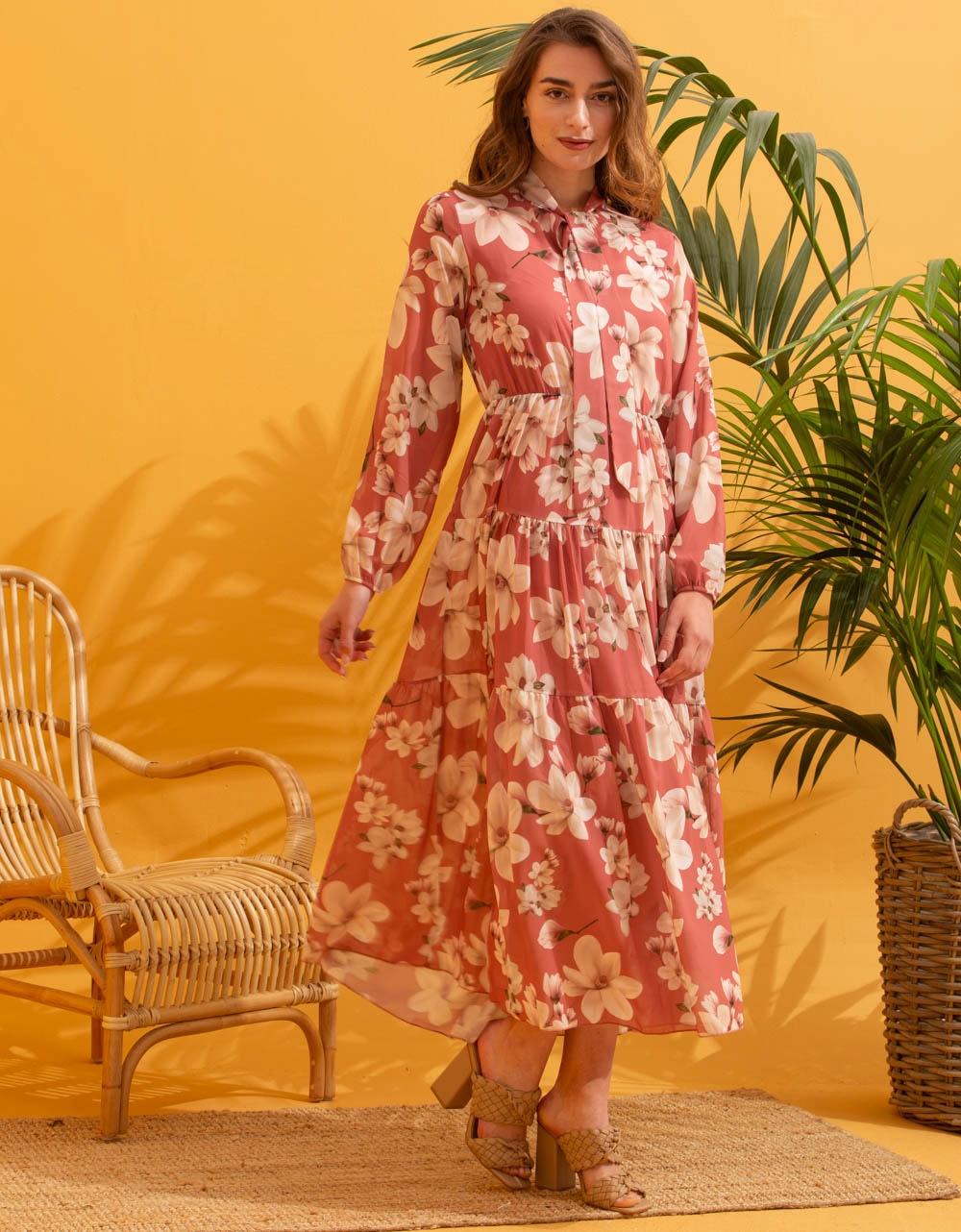 Εικόνα από Γυναικείο maxi φόρεμα floral με βολάν Σομόν