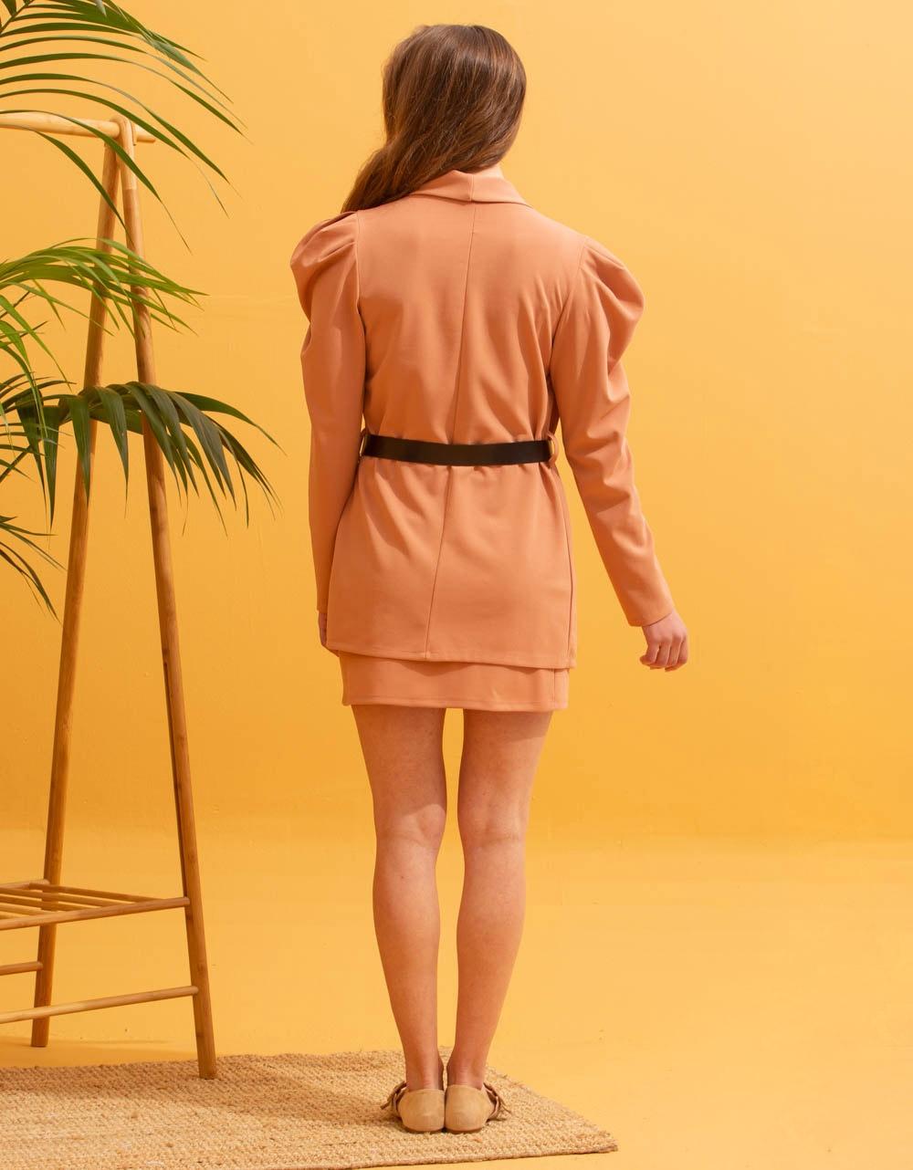 Εικόνα από Γυναικεία σετ ρούχων φούστα & σακάκι Σομόν