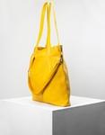 Εικόνα από Γυναικεία τσάντα ώμου με διακοσμητικό φουντάκι Κίτρινο
