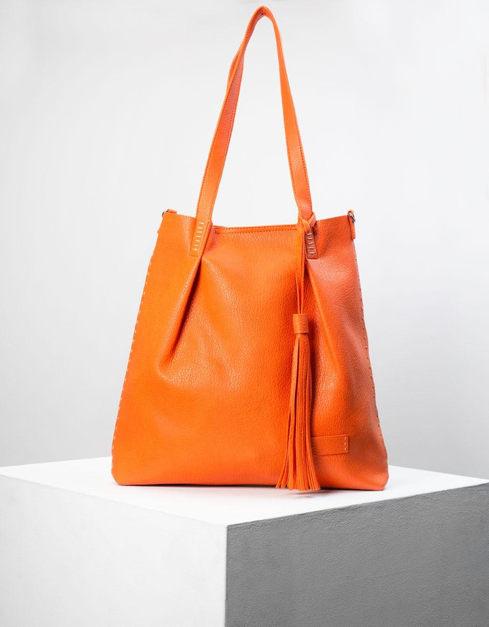 Εικόνα από Γυναικεία τσάντα ώμου με διακοσμητικό φουντάκι Πορτοκαλί
