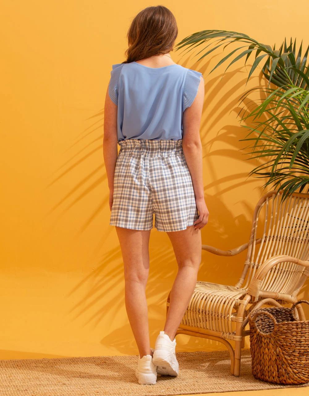 Εικόνα από Γυναικείο σορτς με καρό σχέδιο Λευκό/Σιέλ