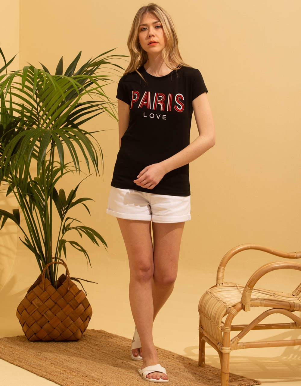 Εικόνα από Γυναικεία μπλούζα κοντομάνικη με στάμπα Μαύρο