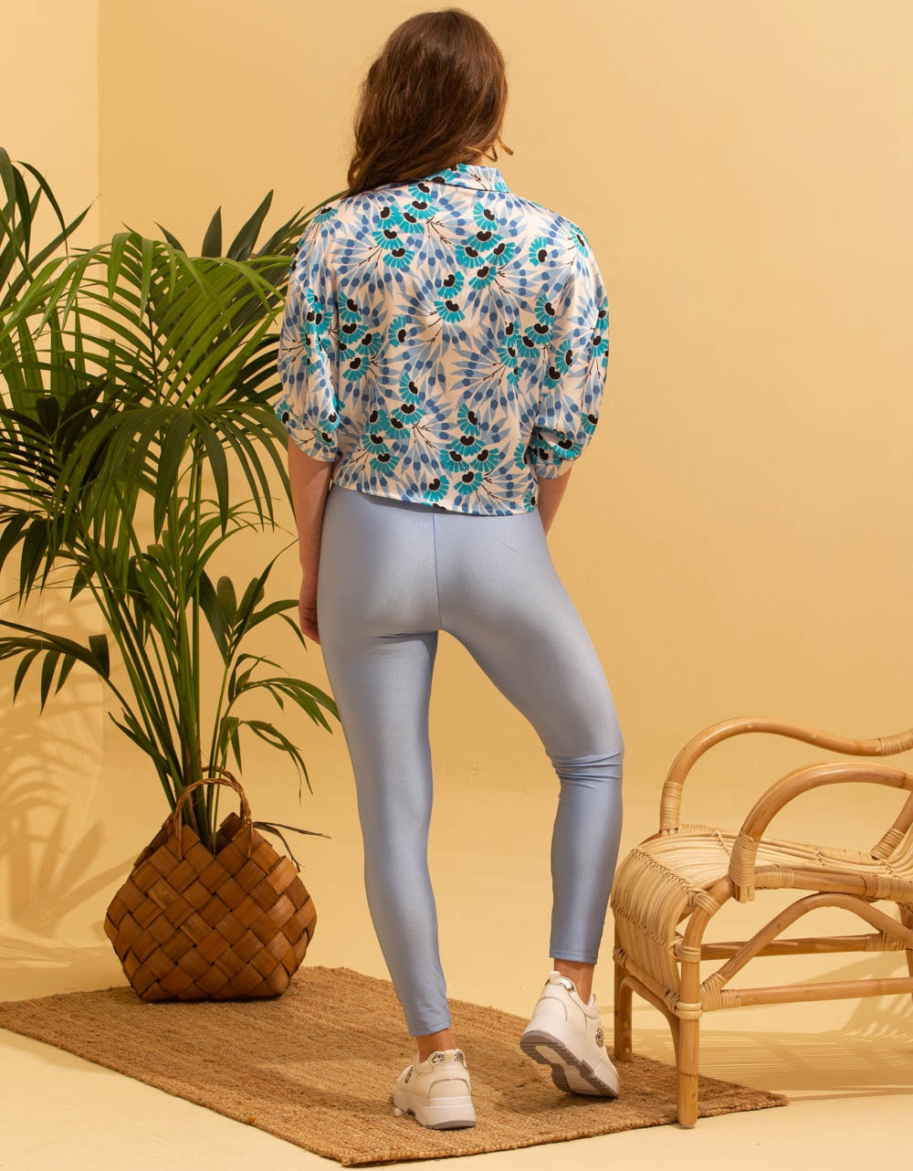 Εικόνα από Γυναικείο παντελόνι κολάν γυαλιστερό Σιέλ