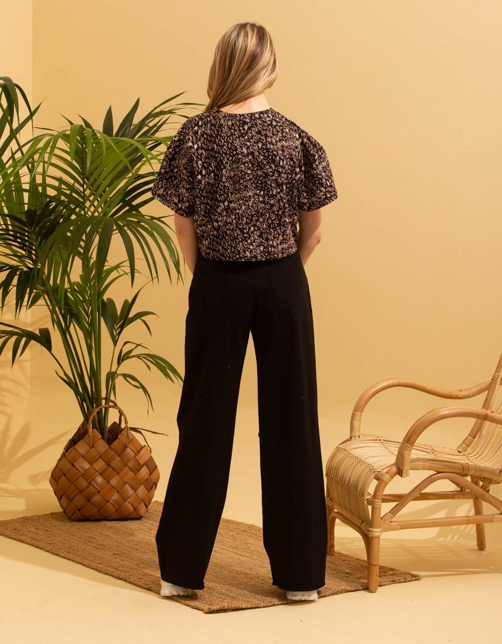 Εικόνα από Γυναικεία κοντομάνικη μπλούζα crop top Μαύρο