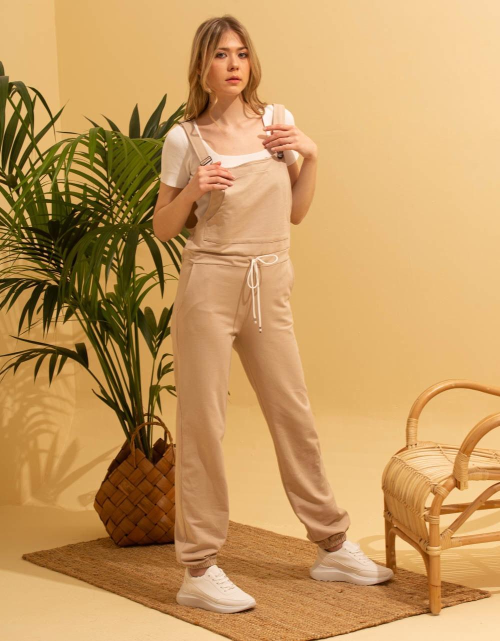 Εικόνα από Γυναικεία ολόσωμη φόρμα Μπεζ