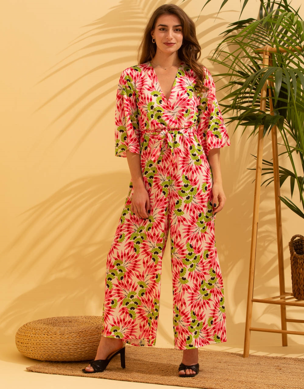Εικόνα από Γυναικεία ολόσωμη φόρμα με κρουαζέ μπούστο Ροζ