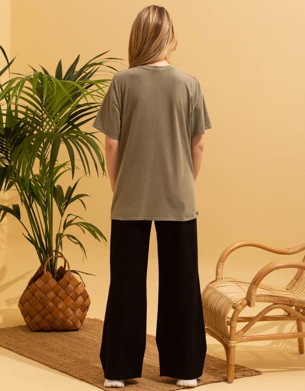 Εικόνα από Γυναικεία κοντομάνικη μπλούζα με στάμπα Χακί
