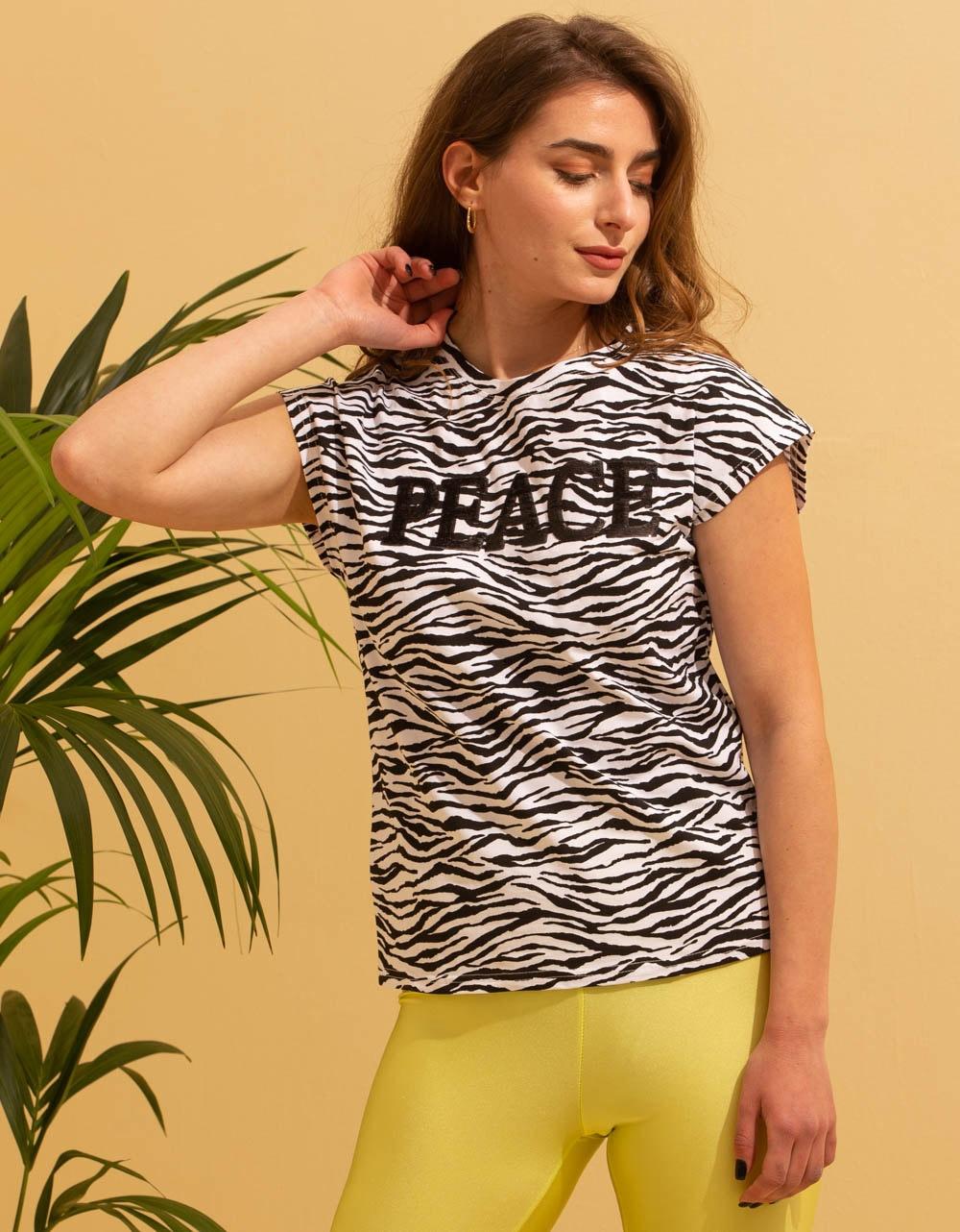 Εικόνα από Γυναικεία μπλούζα κοντομάνικη σε ίσια γραμμή Λευκό
