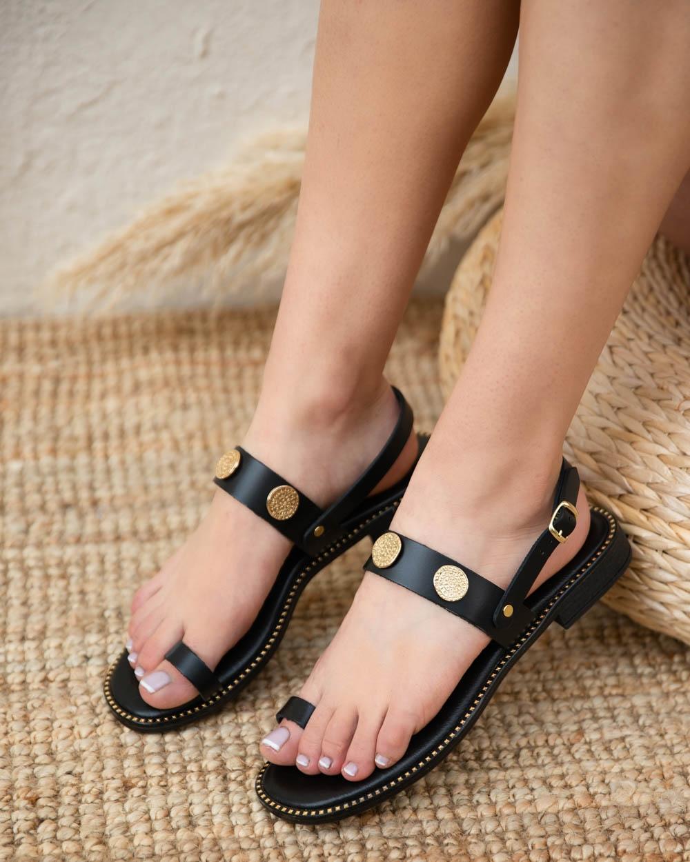 Εικόνα από Γυναικεία σανδάλια από γνήσιο δέρμα με μεταλλικές λεπτομέρειες Μαύρο