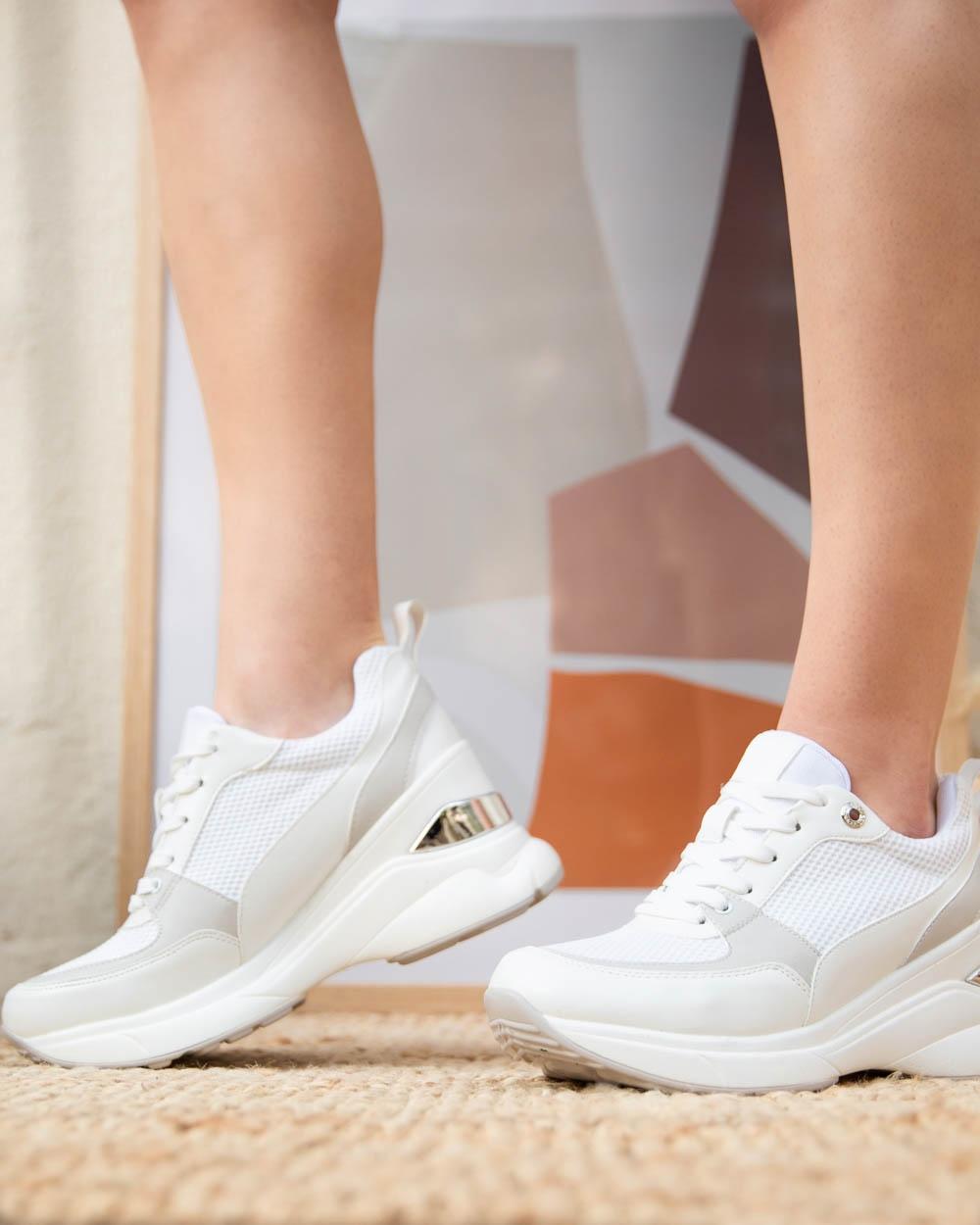 Εικόνα από Γυναικεία sneakers σε συνδυασμούς υλικών Λευκό