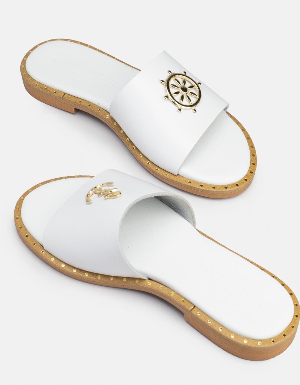 Εικόνα από Γυναικεία σανδάλια από γνήσιο δέρμα με μεταλλικά διακοσμητικά Λευκό