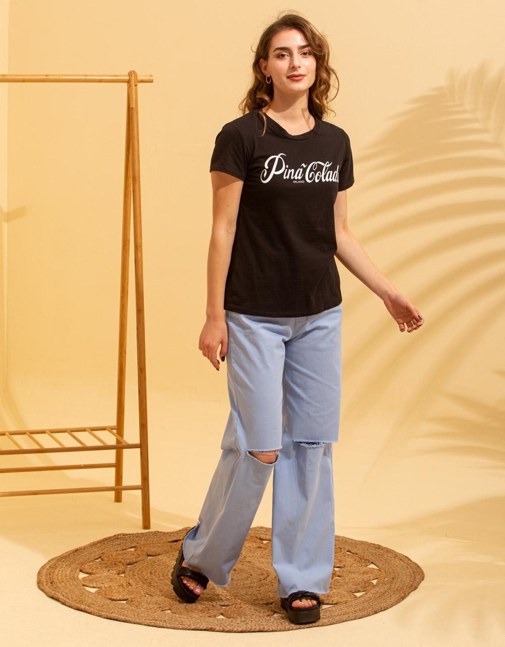 Εικόνα από Γυναικεία κοντομάνικη μπλούζα με τύπωμα Μαύρο