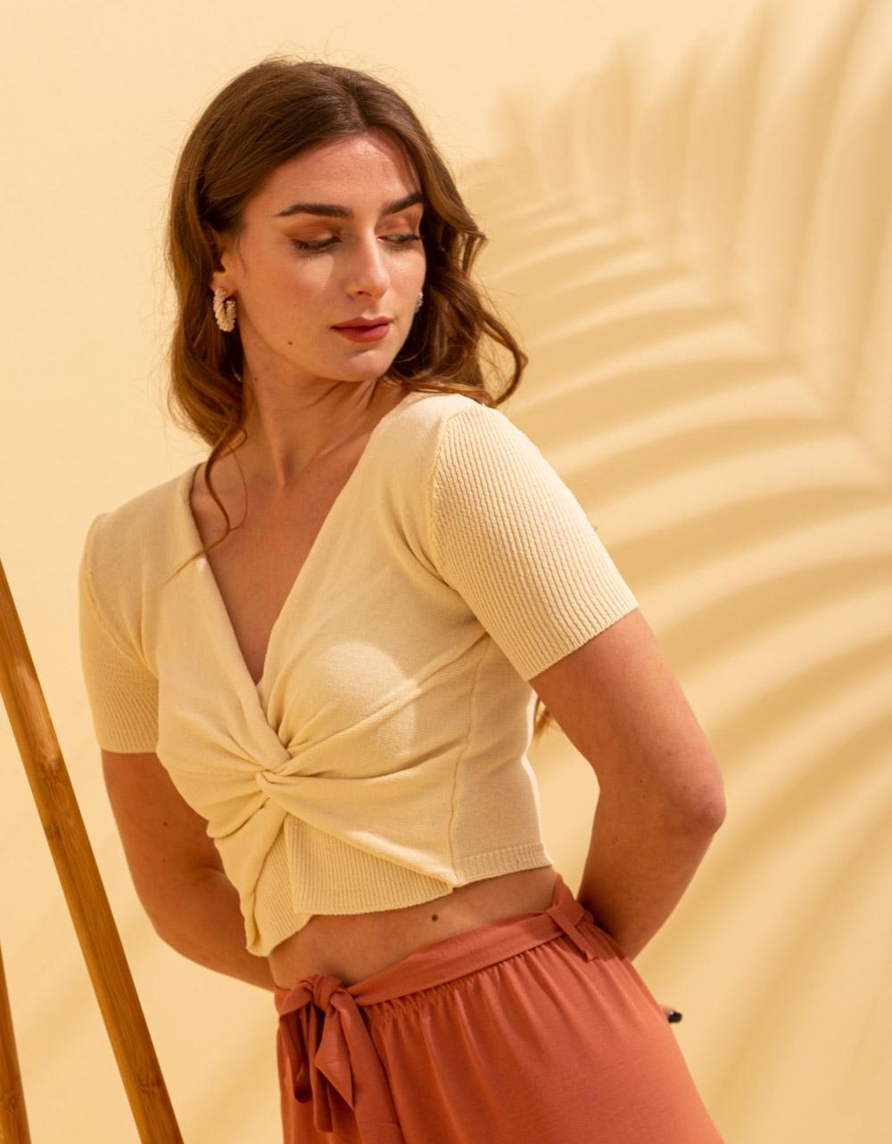Εικόνα από Γυναικεία μπλούζα κρουαζέ Μπεζ