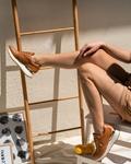 Εικόνα από Γυναικεία sneakers με μεταλλική λεπτομέρεια στο πίσω μέρος Ταμπά