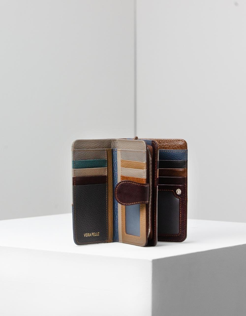 Εικόνα από Γυναικεία δερμάτινα πορτοφόλια με λεπτομέρειες Multi