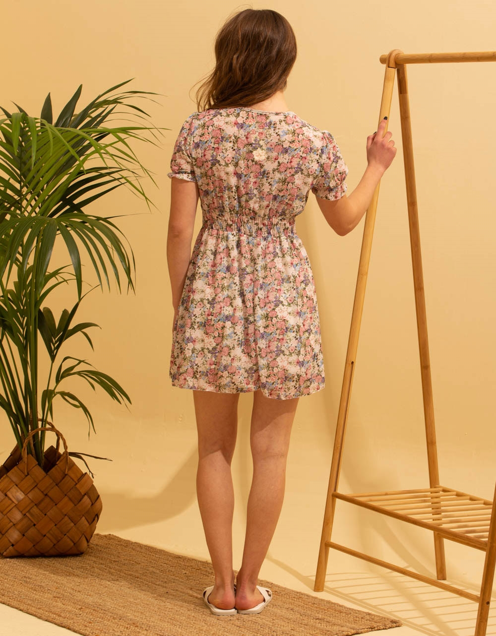 Εικόνα από Γυναικείο κοντό φορέμα με λουλούδια Κίτρινο