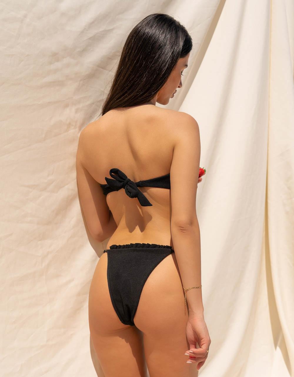Εικόνα από Γυναικεία μαγιό σετ μπικίνι με κορδονάκια Μαύρο