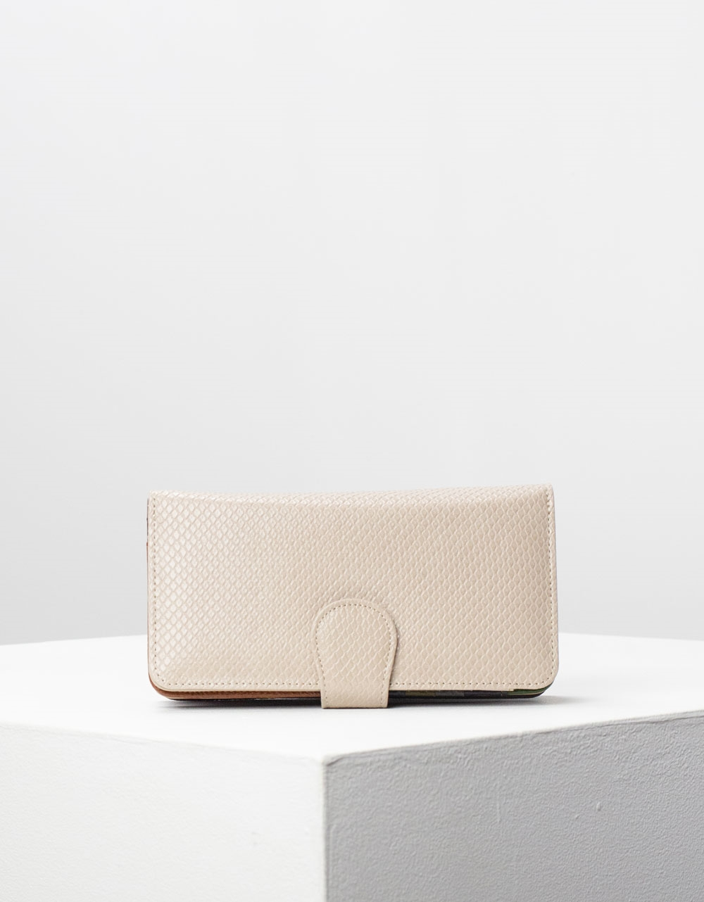 Εικόνα από Γυναικεία πορτοφόλια δερμάτινα με πολλές θήκες Μπεζ