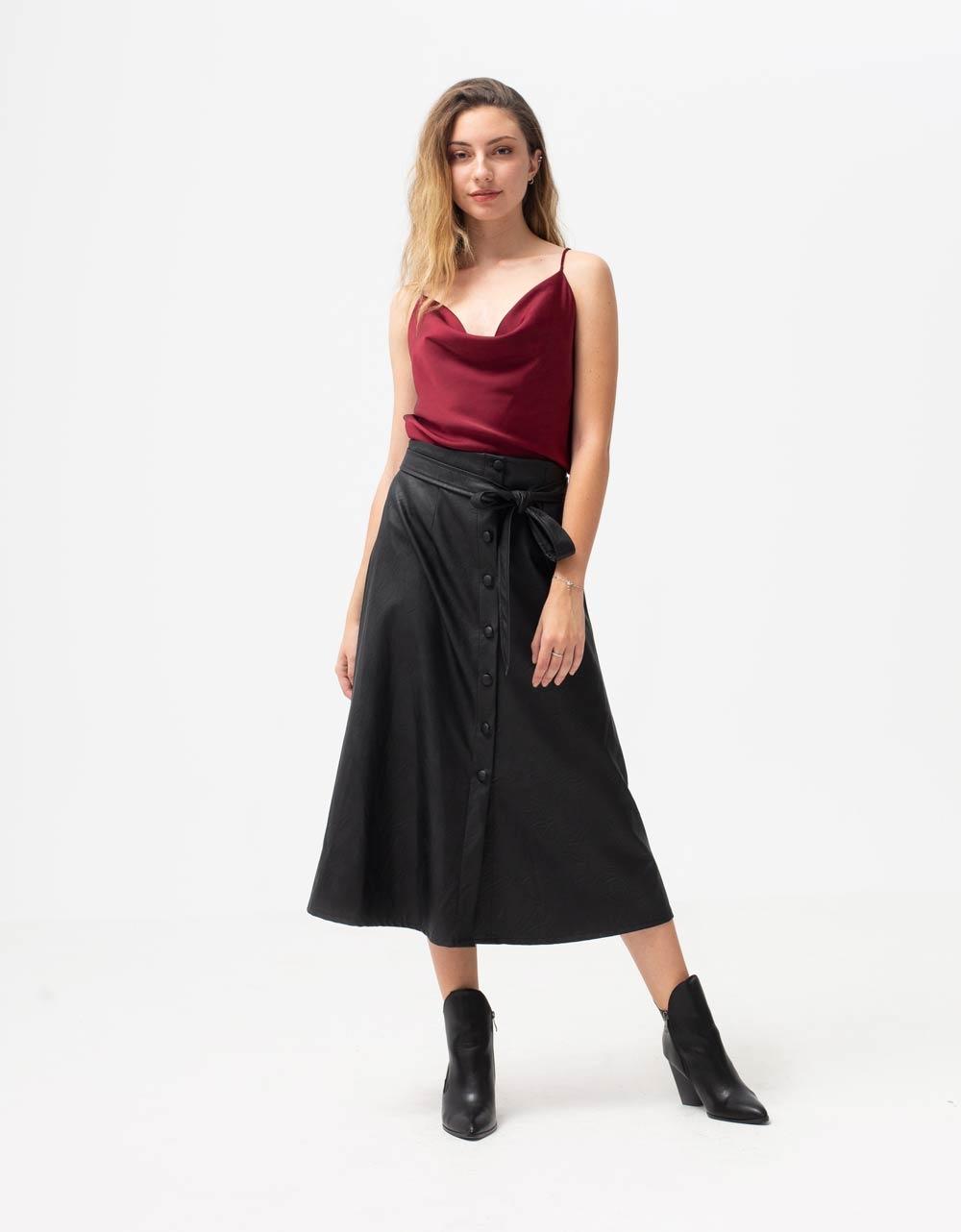 Εικόνα από Γυναικεία μπλούζα τοπ τιραντάκι σατεν Μπορντώ