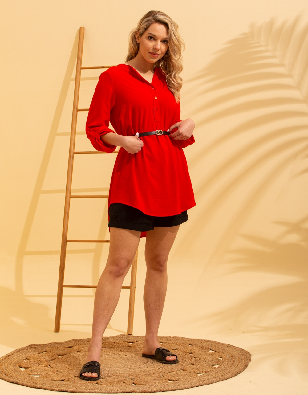 Εικόνα από Γυναικείο πουκάμισο ασύμμετρο με ζώνη Κόκκινο