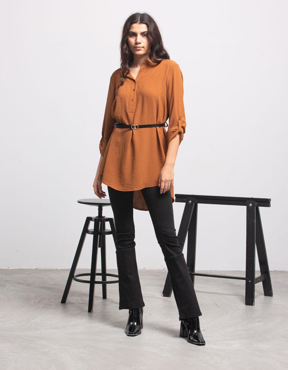 Εικόνα από Γυναικείο πουκάμισο ασύμμετρο με ζώνη Ταμπά