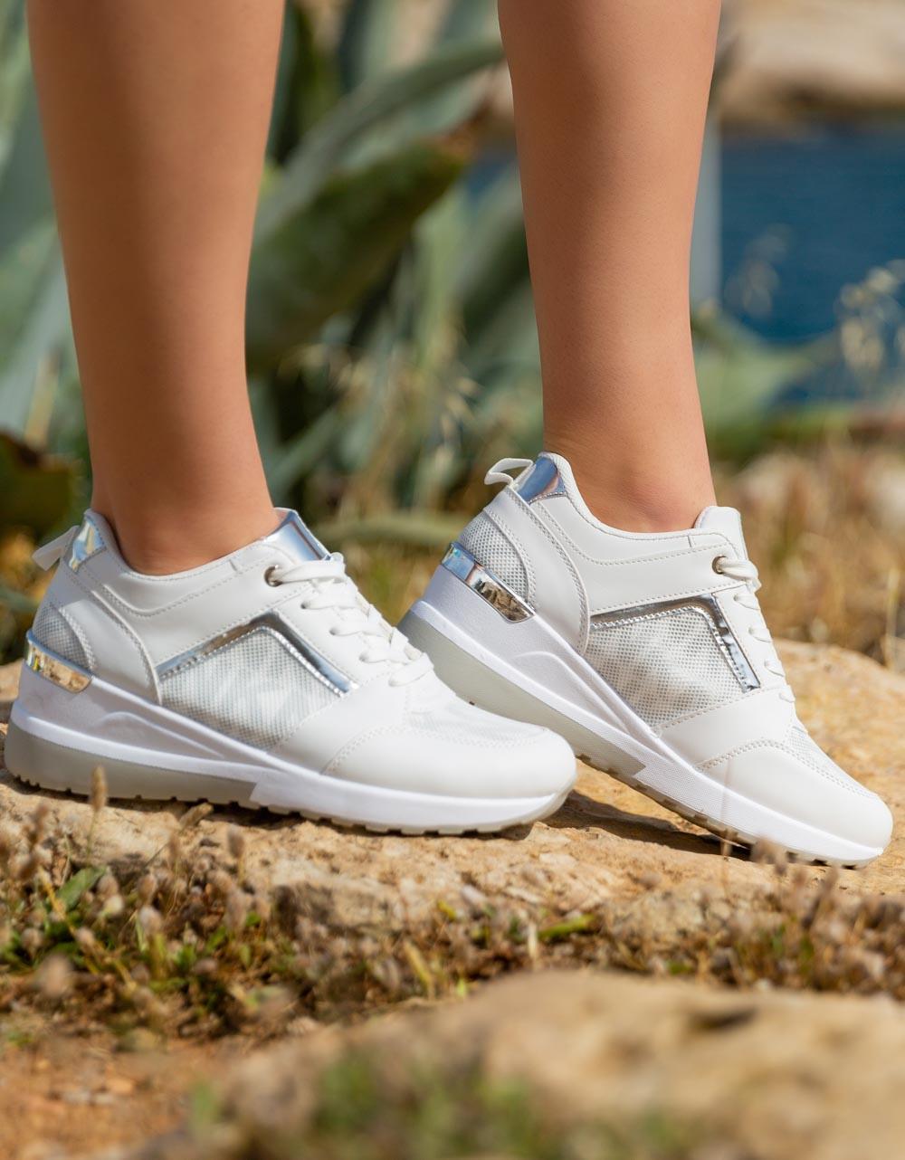 Εικόνα από Γυναικεία sneakers με μεταλλική λεπτομέρεια στο πίσω μέρος Λευκό