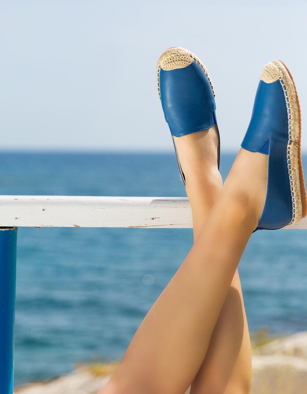 Εικόνα από Γυναικείες εσπαντρίγιες μονόχρωμες σε απλή γραμμή Μπλε