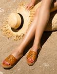 Εικόνα από Γυναικεία σανδάλια από γνήσιο δέρμα με καπιτονέ φάσα και μεταλλική λεπτομέρεια Ταμπά