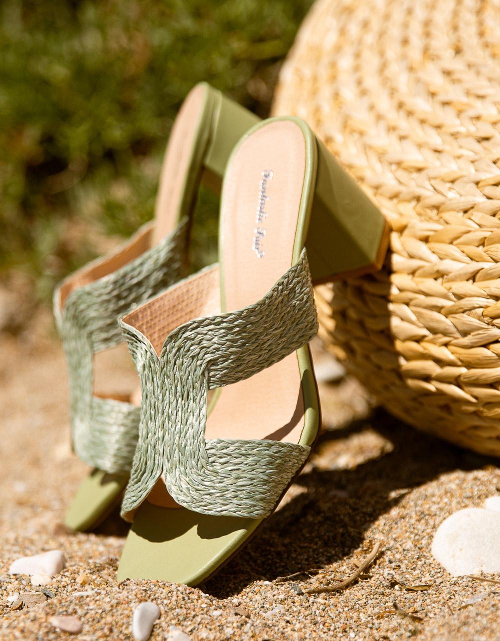 Εικόνα από Γυναικεία mules με ψάθινη φάσα Πράσινο
