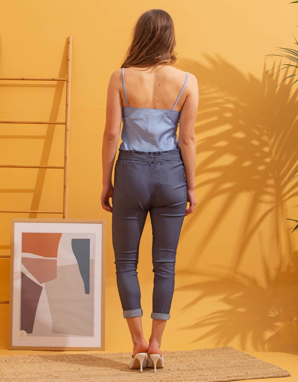 Εικόνα από Γυναικεία μπλούζα τοπ τιραντάκι σατεν Σιέλ