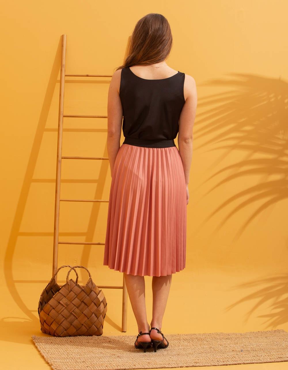 Εικόνα από Γυναικεία μπλούζα τοπ τιραντάκι σατεν Μαύρο